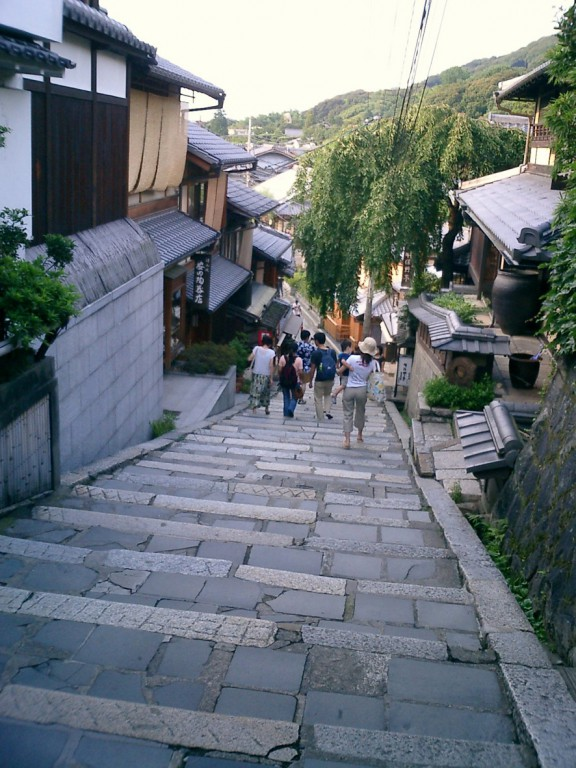 Stone_stairway_Kiyomizu-dera
