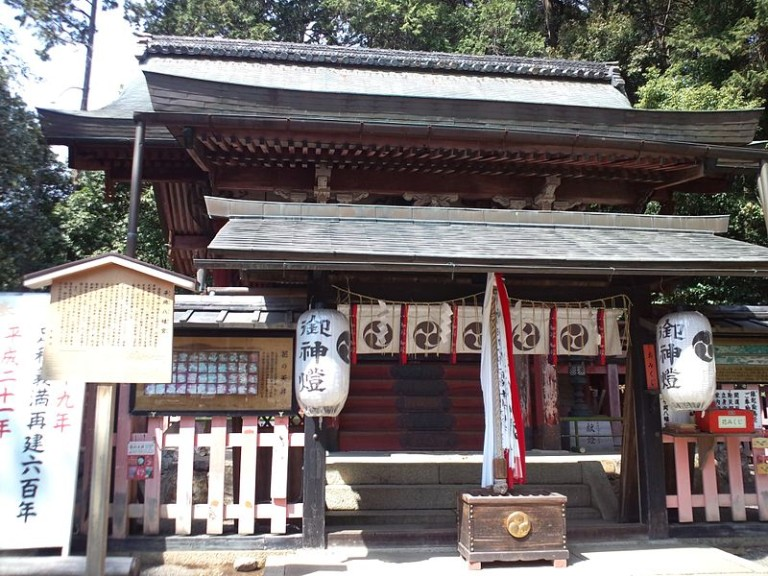 le_temple_shinto_hiraoka_hachiman-gu_-_le_lieu_du_culte_shin-den2