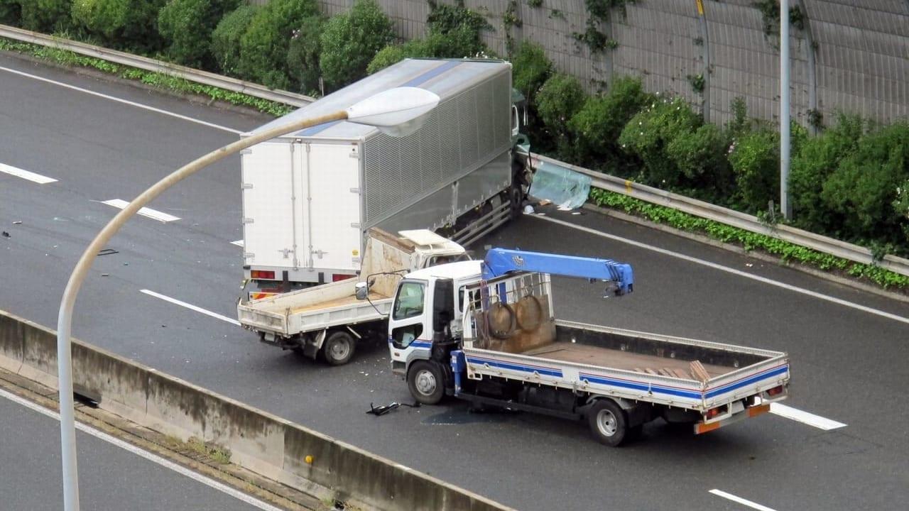 京都市名神高速事故